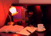 書斎 本と筆記具と飲み物