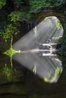 千葉県 亀岩の洞窟・濃溝の滝の光