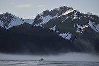 アメリカ合衆国 アラスカ スワード 霧の中のボート