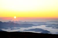 北海道 小泉岳より東大雪山系の日の出