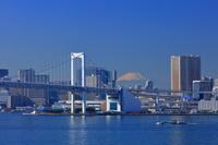 東京都 レインボーブリッジと富士山