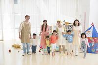 保育士と日本人の子供
