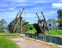 フランス アルルの跳ね橋