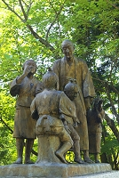 新潟県 朝日山展望台の良寛像