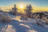 長野県 冬の美ヶ原 思い出の丘からのスーパームーンと夜景