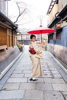 祇園新橋 切り通し着物の日本人女性