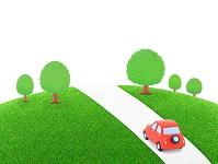 赤い粘土の車と樹木