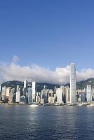 中国 青空と香港のビル群