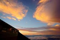 山梨県 富士山八合目から見た夕焼け雲