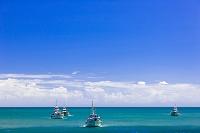 神奈川県 夏の漁船と青空