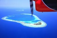 モルディブ 小型機からの環礁眺望