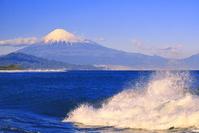 静岡県 三保の海岸と富士山