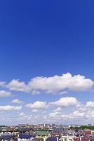 北海道 雲流れる空と住宅街