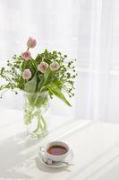 紅茶と花瓶の花