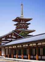 薬師寺 回廊と西塔