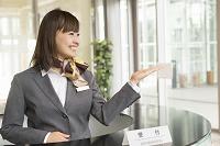 受付の日本人女性