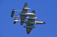 グロスター・ミーティア戦闘機とデ・ハビランド・バンパイア戦闘...