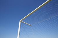 サッカーゴールと青空