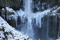 栃木県 凍る華厳の滝
