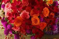 赤いバラとオレンジのバラのブーケ