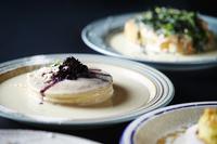 ブルーベリーソースのパンケーキ