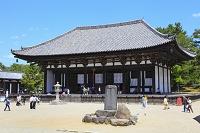 奈良県 興福寺 東金堂と青空