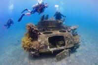ヨルダン 紅海 戦車とダイバー