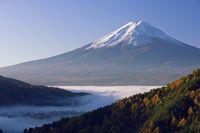 山梨県 御坂峠より雲海と富士山朝景