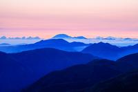 広島県 吾妻山から明け色の大山を見る