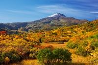秋田県 紅葉の竜ヶ原湿原と鳥海山