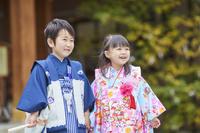 七五三で晴れ着を着た日本の日本人の子供