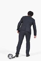 足枷をつけられたビジネスマン