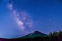 山梨県 天の川と富士山