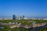 大阪城全景と大阪ビジネスパークビル群