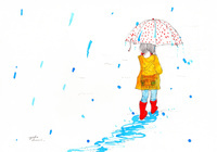 梅雨 傘をさして歩く子供
