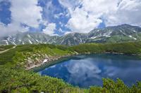 富山県 室堂のミクリガ池と立山