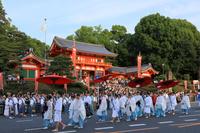 京都府 祇園祭前祭 神幸祭の行列と八坂神社
