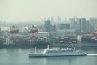 東京港を出港するおがさわら丸