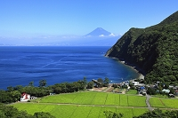 静岡県 富士山と駿河湾と漁村