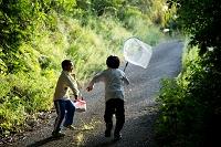 愛媛県 伯方島 虫捕り網と子供