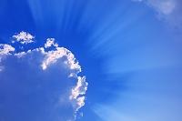 沖縄県 雲と光のシャワー 竹富島