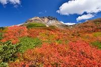 栃木県 茶臼岳(那須岳)と紅葉と噴煙