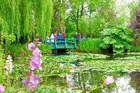 フランス ジベルニーのモネの庭園と観光客