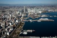 神奈川県 横浜港 山下公園と大桟橋よりみなとみらい地区