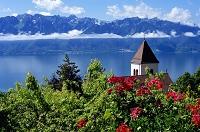 スイス ヴヴェイ モン=ペルランの教会とフレンチアルプス