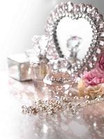 鏡と化粧品と小物