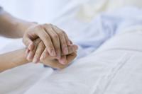 病人と寄り添う家族