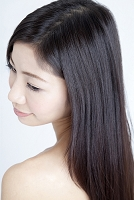 髪の長い日本人女性