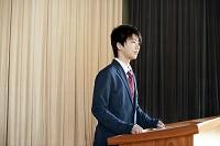 演説する男子高校生