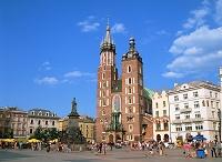 ポーランド・クラクフ 中央市場広場と聖マリア教会